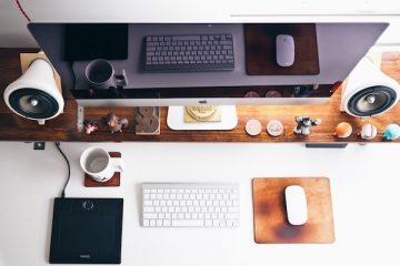 Wertsachen auf einem Schreibtisch