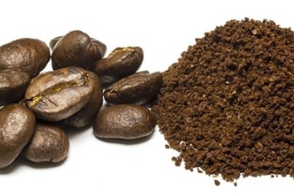 Hausmittel zur Reinigung: Kaffeebohnen