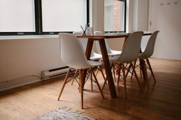 Tisch und Stühle zum verkaufen