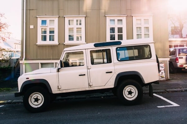 Auto vor dem Haus