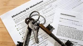 Mietvertrag und Schlüssel