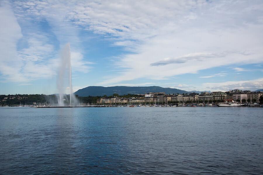 Blick auf die Stadt Genf vom See aus