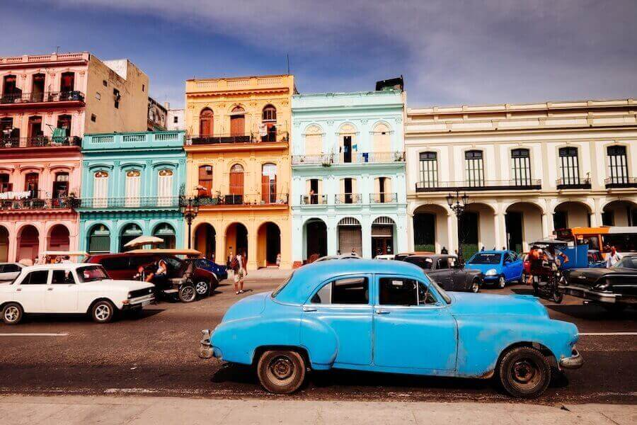 Bild mit Cuba, vintage auto, häuser