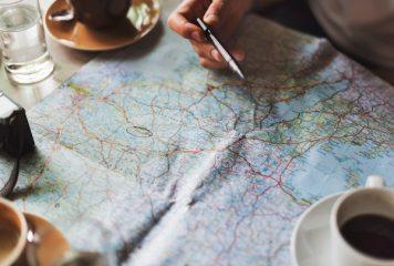 Die Planung eines internationalen Umzugs mit einer Weltkarte