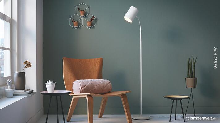 Stehlampe im Wohnzimmer