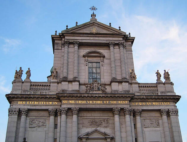 St.Ursen Kathedrale in der Stadt solothurn von vorne.