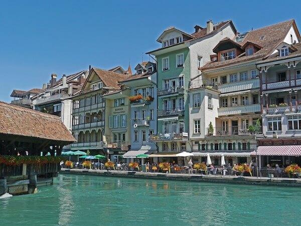 Stadt Thun, Häuser am Fluss