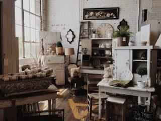 Meubles vintage dans une pièce