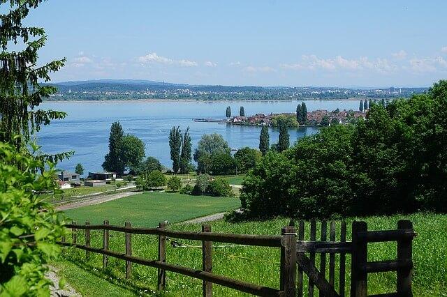 Blick auf den Untersee in Thurgau. Zum geniessen während eine gebuchte Umzugsfirma Ihre Umzugsreinigung durchführt.