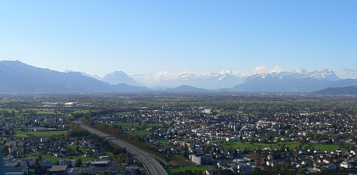 Schöne Sicht auf die Stadt Rheintal. Ein Umzug dorthin lohnt sich.