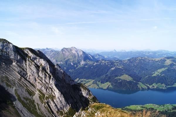 Blick auf den Waggitalersee im Kanton Schwyz.