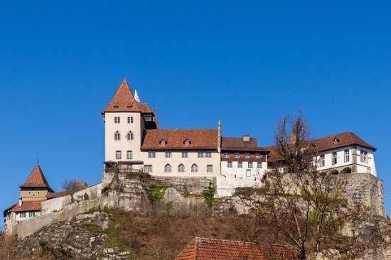 Sicht auf ein Schloss in Burgdorf im Kanton Bern.
